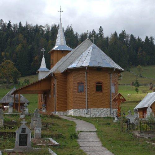 Bisericuța din satul Ocoale - în drum spre Ghețarul Scărișoara
