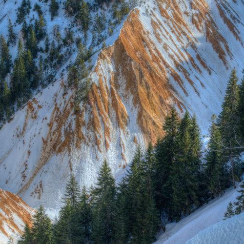 Groapa Ruginoasă - peisaj unic în Parcul natural Apuseni - 600 de metri în diametru și 100 de metri adâncime